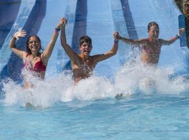 Waarom mijn pubers zo'n zwemparadijs geweldig vinden en ik er niet dood gevonden wil worden