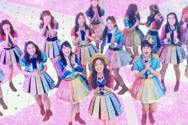 BNK48 is een popgroep van 50 pubermeisjes die onderling strijden voor plek op het podium