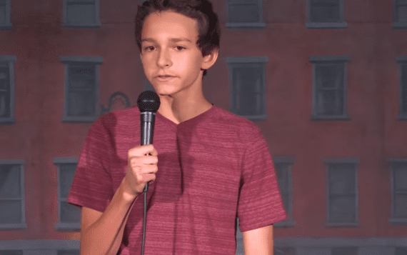 14 jarige comedian legt het verschil tussen opgroeien toen en nu uit