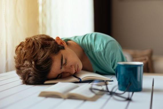 Te weinig slaap? Dan eet het brein zichzelf op