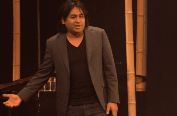 Cabaretier Daniel Arends over het ongemak als puber om op meisjes af te stappen