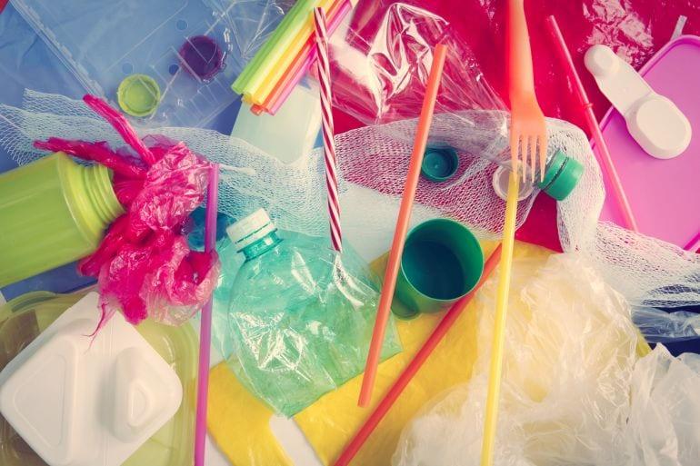 Goed voor pubers om te weten: we eten, drinken en ademen plastic