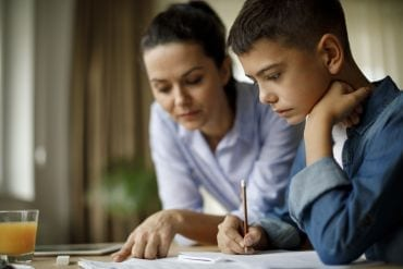 25 dingen die pubers zeggen als je helpt met huiswerk